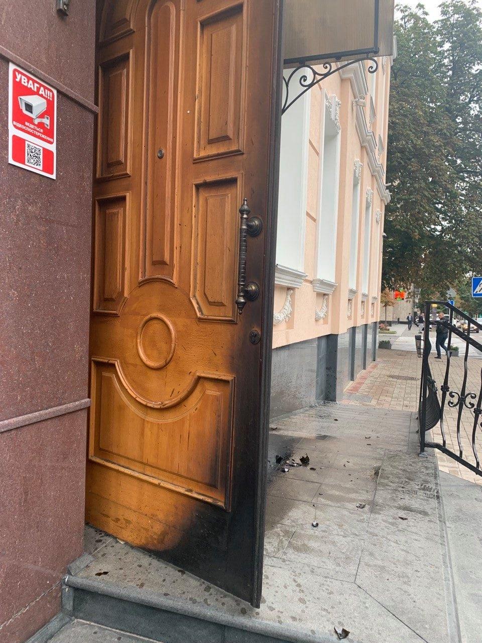 В Офис омбудсмена бросили коктейль Молотова. Скриншот из фейсбука Людмилы Денисовой